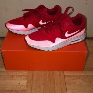 ‼️MAKE ME A OFFER‼️ RED NIKE AIRMAX ULTRA MOIRE